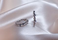 Boucles d'oreilles or gris 18 carats saphirs et diamants