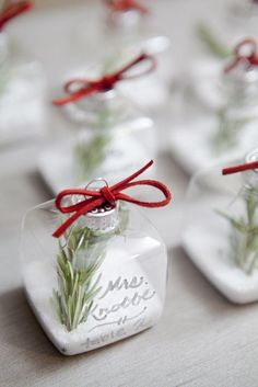 Ornament Place Cards For Your Holiday Wedding
