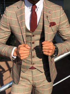 Spread the love & Share Burgundy color is the best causal outfit style for guys! Plaid Suit, Suit Vest, Mens Fashion Suits, Mens Suits, Burgundy Outfit, Burgundy Shoes, Casual Wear For Men, Casual Dressy, Classy Casual