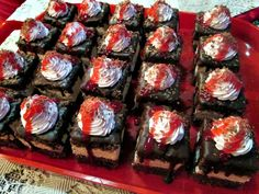 Prajitura cu ciocolata ,capsuni si zmeura