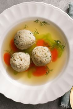 For children (and arguably most adults), the most welcome Passover dish is chick. Matzo Ball Soup Recipe, Deli Food, Soup Kitchen, Frijoles, Chowder Recipes, Jewish Recipes, Chicken Soup Recipes, Homemade Soup, Organic Recipes