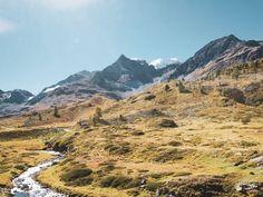 Bernina Express Strecke - Die schönste Bahnfahrt in der Schweiz! Hier findest du alle Infos zur Strecke und wie du diese Zugfahrt ganz individuell planen kannst. Schweiz Urlaub I Italien Reise I Tirano I St. Moritz I #reiselife #chur #berninaexpress #zugfahrt #zugstattflug Bernina Express, St Moritz, Chur, Switzerland, Mount Everest, Mountains, Nature, Travel, Female