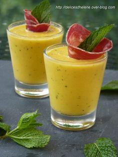 gaspacho-de-melon-grillé Pour 8 personnes 4 tranches de coppa 1 melon charentais 8 feuilles de menthe fraîche (+ 8 pour la décoration) 1 cuil. à soupe de vinaigre de citron 4 cuil. à soupe d'huile d'olive 2 cuil. à soupe de jus de citron vert sel et poivre
