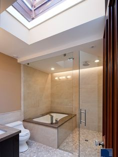 Shower/tub in master bath.