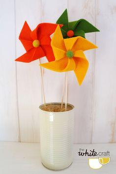Decorative felt pinwheels / Molinillos decorativo de fieltro. Moderndeco. Spring. Kidsroom.