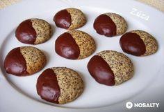 Omlós mákos keksz | NOSALTY Best Cookie Recipes, Real Food Recipes, Yummy Food, No Bake Desserts, Dessert Recipes, Hungarian Recipes, Cookie Gifts, Sweets Cake, Wedding Desserts