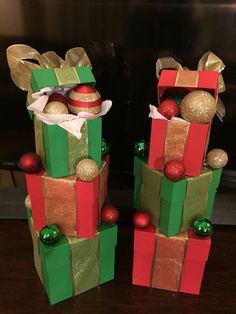 How to make super easy christmas decorations on a budget 8 Christmas Party Centerpieces, Office Christmas Decorations, Christmas Projects, Candy Centerpieces, Quinceanera Centerpieces, Christmas Themes, Wedding Centerpieces, Easy Homemade Christmas Gifts, Simple Christmas