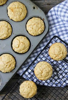 These Oatmeal Muffins are a delicious and nutritious muffin! One of my family's favourite recipes! One Muffin Recipe, Muffin Recipes, Cookie Recipes, Breakfast Recipes, Soup Recipes, Oatmeal Cupcakes, Oatmeal Muffins, Bran Muffins, Homemade Muffins
