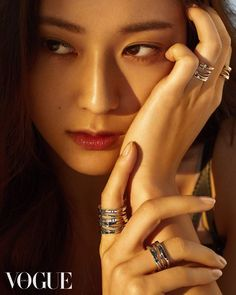 f(x)'s Krystal Shows Her Sultry Beauty with 'Vogue' Magazine Krystal Jung, Jessica & Krystal, Jessica Jung, Kpop Girl Groups, Korean Girl Groups, Kpop Girls, Vogue Korea, Girl Celebrities, Vogue Magazine