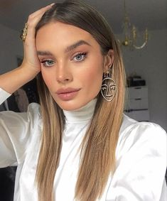 The most beautiful hairstyles for balayage hair from blonde to dark brown. The most beautiful hairstyles for balayage hair from blonde to dark brown. Beauty Make-up, Beauty Hacks, Hair Beauty, Mexican With Blonde Hair, Lace Hair, Blonde Wig, Balayage Hair, Bronde Hair, Brown Balayage
