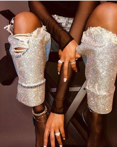 Women like to look and feel their best when they go out. One of the keys to this is understanding all about fashion and how it works. Fashion Killa, Girl Fashion, Fashion Trends, Jeans Fashion, Dress With Sneakers, All About Fashion, Fashion Advice, Looking For Women, Dress To Impress