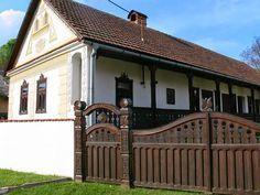"Képtalálat a következőre: ""magyar ősi tüzhely kép"" Vernacular Architecture, Country Style Homes, Cottage Homes, Traditional House, Exterior Design, Homesteading, Feng Shui, House Design, Mansions"