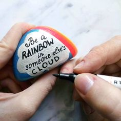 Amazing rock painting idea with colorful rainbow and cute quote. Enjoy this inspirational rock painting idea and create your own. Easy rock painting with Artistro paint pens. for teenagers videos Painted rock with rainbow Pebble Painting, Pebble Art, Stone Painting, Rock Painting Ideas Easy, Rock Painting Designs, Stone Crafts, Rock Crafts, Painting Quotes, Paintings With Quotes