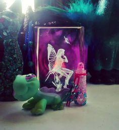 #diy #diycrafts #diyinspiration #handmade #craft #inspired #getcreative #glitter #glitteraddict #rhinestones #beads #minijar #jar #fairyjar #magicjar #fairytale #fairy #idobelieveinfairies #pink #turquoise #littlestpetshop #askartelu #teeseitse #purkki #kimalle #pinkki #turkoosi #keiju