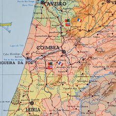 Mapas Portugueses Antigos publicados pela Livraria Escolar Progredior e impressos pela Lito-Maia, Porto, em edições limitadas. Estes mapas fizeram parte de muitas infâncias e salas de aulas.