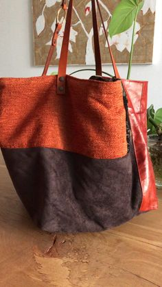 TEKOA MILANO bags- TEKOA MILANO borse Handcrafted hand-sewn bags combining vintage leather and fine fabrics. Diy Bags Purses, Coin Purses, Diy Sac, Fabric Tote Bags, Handmade Bags, Handmade Handbags, Handmade Bracelets, Patchwork Bags, Denim Bag