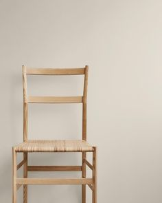 When beauty of a craft becomes iconic. This is without a doubt, in my opinion, the perfect designed chair. Accent Furniture, Modern Furniture, Furniture Design, Plumbing Pipe Furniture, Plywood Furniture, Jotun Lady, Gio Ponti, Futuristic Furniture, Modern Chairs