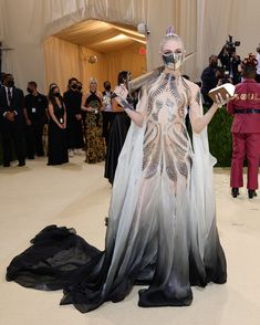 """The 2021 #MetGala is here and the theme is """"In America: A Lexicon of Fashion,"""" a true celebration of American fashion. Tap to see every single #celebrity #redcarpet arrival with over-the-top accessories and stunning looks. Jennifer Hudson, Kate Hudson, Tessa Thompson, Iris Van Herpen, Keke Palmer, Anna Wintour, Georgina Chapman, Winnie Harlow, Whoopi Goldberg"""