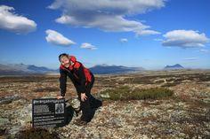 Sollia, Stor-Elvdal, Hedmark, NORWAY Pika Mountain Minnetavle for dikteren Aasmund Olavsson Vinje.Rondane i bakgrunn. Foto: Frank Ivar Hansen