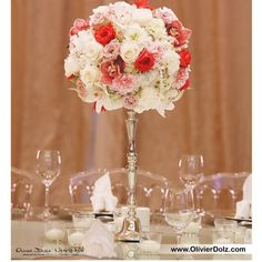 Nice centerpiece ! | DESIGN, PRODUCTION, PLANNING & COORDINATION by @olivierdolzwedding | 00 971 502524649 | olivier@olivierdolz.com | #olivierdolzwedding #olivierdolz #wedding #weddingplanner #bride #dubai #flower #florist #centerpiece @olivierdolzwedding #weddingdecor #weddingconcept #weddingideas