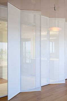 Some walls could even be translucent really. Apartment @ Tel Aviv, Israel by Itai Paritzki & Paola Liani Architects Murs Mobiles, Interior Architecture, Interior And Exterior, Room Deviders, Door Design, House Design, Design Design, Movable Walls, Space Dividers