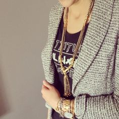 T - shirt + blazer + bold jewelry Bold Jewelry, Tassel Jewelry, Tassel Necklace, Simple Outfits, Classy Outfits, Fancy Schmancy, Best Wear, Modest Fashion, Fashion Addict