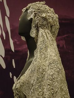 Caplet of Padme Amidala's wedding gown at the Star Wars Power of Costume exhibit | by mharrsch