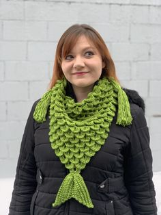 Learn how to create your own beautiful mermaid scarf with this free crochet pattern! this basic and beginner friendly DIY project is perfect. Filet Crochet, Crochet Shawl, Knit Crochet, Caron Simply Soft, Crochet Scarves, Crochet Clothes, Crocodile Stitch, All Free Crochet, Double Crochet
