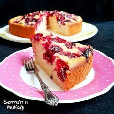 Cheesecake tadında pratik ve çok hafif bir kek.Lor peynirli, vişneli kekMalzemeler:3 adet...