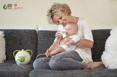 Babys atmen vor allem durch die Nase – eine verstopfte Nase ist daher für die Kleinsten sehr unangenehm. Eltern können ihren Kindern helfen, mit Kuscheln, frischer Luft und Entlastung durch den Nosiboo- Nasensauger.
