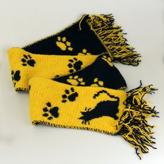 Beautiful hand-knitted scarf for cat lovers