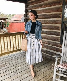 Best Ideas For Skirt Midi Casual Denim Jackets Mode Outfits, Fashion Outfits, Skirt Fashion, Midi Skirt Casual, Striped Skirt Outfit, Quoi Porter, Outfit Trends, Fashion Week, Jw Fashion