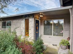 8411 SW 30th Ave. Portland, OR 97219 Asking Price: $209,000 Details:     2 Bedrooms     1 Baths     Fantastic Location     One-Level Living     Wood Floors     Wash & Dryer     Pets OK!     1 Car Garage     814 Square Feet     HOA $280/month     Taxes: $1,966     RMLS #16126570