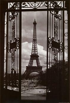 La Tour Eiffel, Vintage Paris Wall Mural: x . Vintage Paris, Vintage Black, Paris Torre Eiffel, Paris Eiffel Tower, Paris France, Paris Paris, Paris Decor, Paris Cafe, France Europe