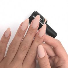 There are three kinds of fake nails which all come from the family of plastics. Acrylic nails are a liquid and powder mix. They are mixed in front of you and then they are brushed onto your nails and shaped. These nails are air dried. Classy Nails, Trendy Nails, Simple Nails, Nude Nails, Matte Nails, Coffin Nails, Beige Nails, Matte Almond Nails, Acrylic Nails Almond Classy