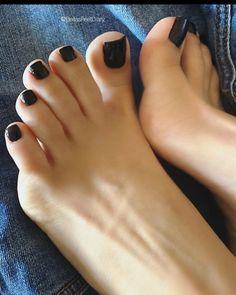 Pretty Toe Nails, Pretty Toes, Feet Soles, Women's Feet, Nice Toes, Toe Nail Color, Toe Polish, Painted Toes, Foot Pics