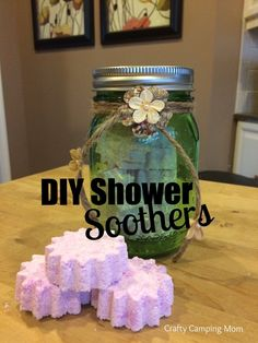 DIY Shower Soothers - Easy and affordable gift ideas that children can help create. Smells great and budget friendly craft! Easy Craft Projects, Craft Tutorials, Easy Crafts, Diy Body Butter, Diy Hair Mask, Diy Body Scrub, Diy Shower, Diy Lotion, Diy Spa