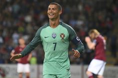 Mexico goalkeeper Guillermo Ochoa has warned against overly focusing on Cristiano Ronaldo when El Tri kicks off its Confederations Cup campaign Sunday Football Gif, Sport Football, Soccer, Cristiano Ronaldo, Latest Football News, Becoming A Father, Sports Celebrities, Fifa World Cup, Espn