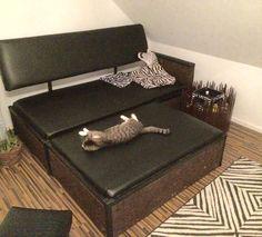 Sofa, Couch Untergestell aus Paletten, verkleidet mit Schwarzkork