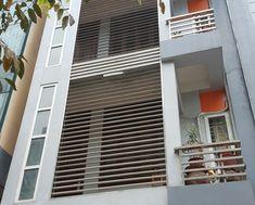Xem 40 mẫu lan can ban công inox mặt tiền đẹp, sang trọng, hiện đại Balcony Railing Design, Metal Beds, Bed Frame, Blinds, Stairs, Home Appliances, Curtains, King Size, Home Decor