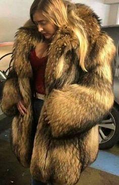 Fur Fashion, Womens Fashion, Fox Fur Coat, Fur Coats, Fabulous Fox, Great Women, Mantel, Cute Animals, Fur Jackets