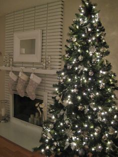 Silver & white holiday decorating.