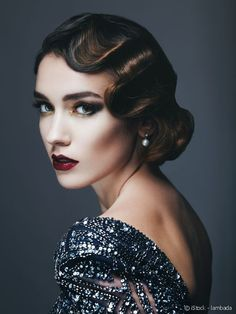 From bobs to finger waves to Flapper feathers, no looks epitomized glitz and gla. - From bobs to finger waves to Flapper feathers, no looks epitomized glitz and glamour quite like 192 - Retro Hairstyles, Hairstyles Haircuts, Wedding Hairstyles, Flapper Hairstyles, Wave Hairstyles, Finger Wave Hairstyle, Gatsby Hairstyles For Long Hair, Vintage Haircuts, Glamorous Hairstyles