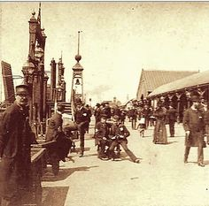 Liverpool c Victorian Crowd at the Landing Stage Liverpool City Centre, Liverpool Home, Liverpool History, Classic Football Shirts, New Brighton, Old Photos, Crowd, Istanbul, The Past