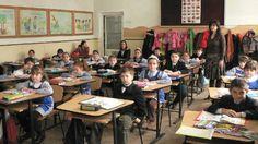 Stupoare in invatamant: Copiii ucraineni DISCRIMINAŢI la şcoală Stiri online de ultima ora Romania, Conference Room, Table, Furniture, Home Decor, Decoration Home, Room Decor, Tables, Home Furnishings