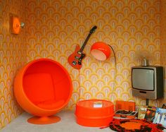 70's lounge room.  I absolutely love this wallpaper and would put it in my house right now if I could find it.