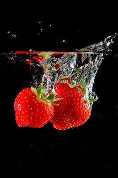 Erdbeeren im Wasser http://fc-foto.de/26007151