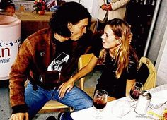 by Kate Moss and Johnny Depp's love life for a fashion magazine. Kate Moss and Johnny Depp tried out grunge couple dressing with matching b. Johnny Depp Joven, Johny Depp, Young Johnny Depp, Annie Leibovitz, Ella Moss, Tom Cruise, Jay Z, Hugh Jackman, Orlando Bloom