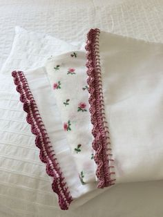 ♥ For a long time now I have been wanting to have a go at some crochet edgings, so when Merion at Love Crochet asked if I would put . Crochet Towel, Crochet 101, Crochet Fabric, Crochet For Beginners, Crochet Trim, Love Crochet, Beautiful Crochet, Crochet Crafts, Easy Crochet