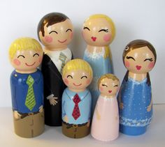 Custom Family Portrait in Peg Dolls...Oh, this would be such a sweet Christmas gift. The kids would LOVE to play pretend with these!